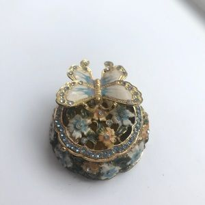 Other - Gorgeous jewelry holder